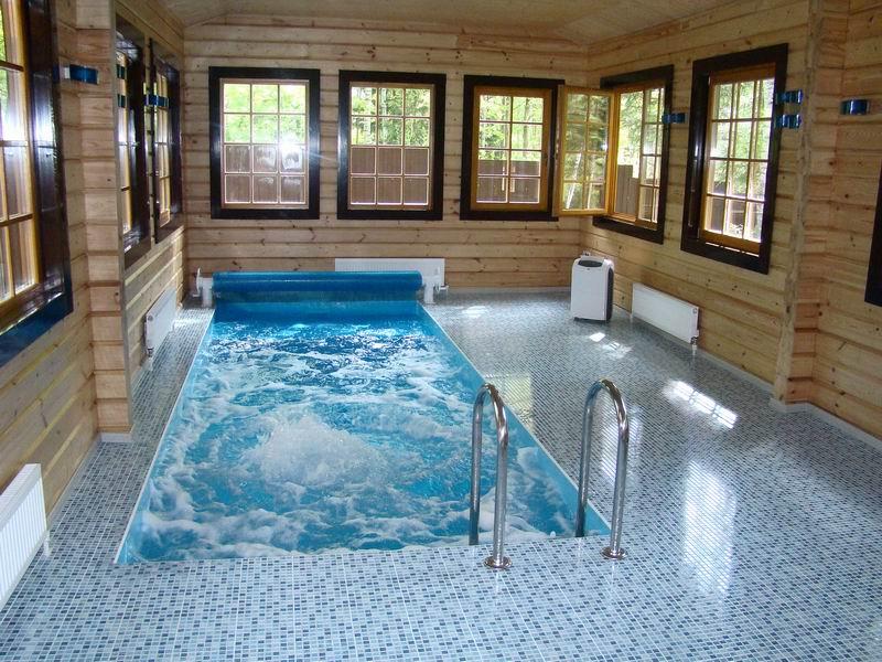 Бассейн для плавания и гидромассажа в помещении