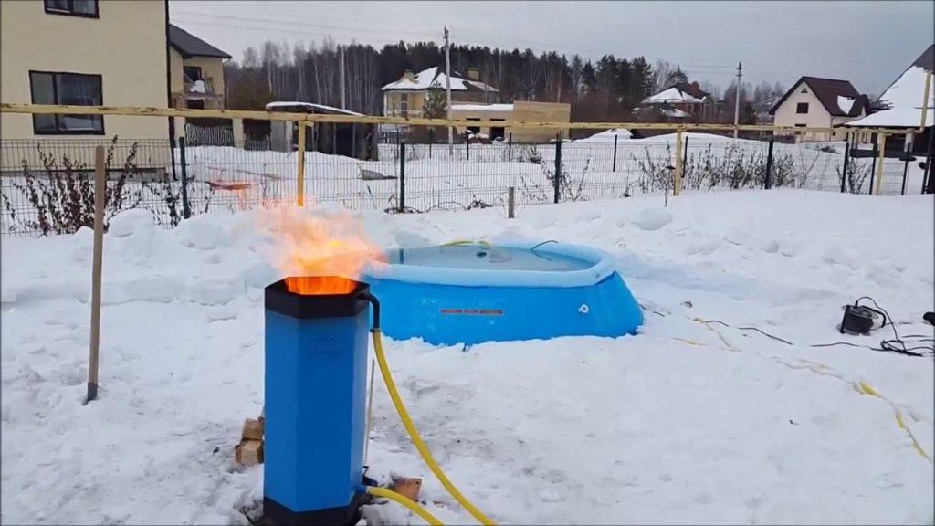 Пелетрон (обогреватель на твердом топливе) эффективно греет воду для легко-монтируемой чаши даже зимой, на открытом воздухе