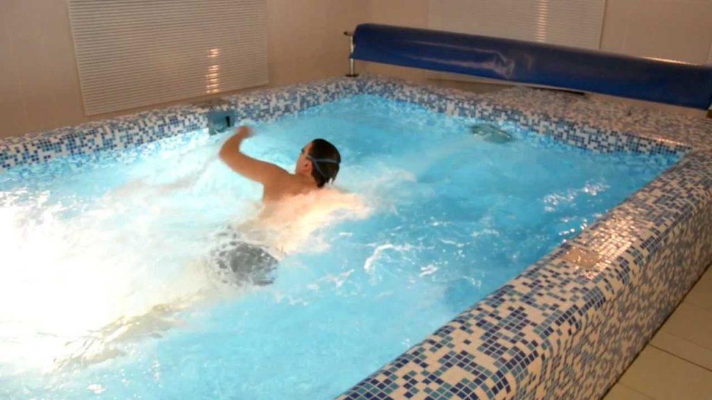 Малоформатный (4х2 м) для плавания в противотоке