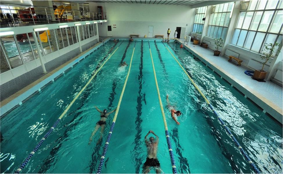 Капитально сооруженный бассейн в зале для водных видов спорта