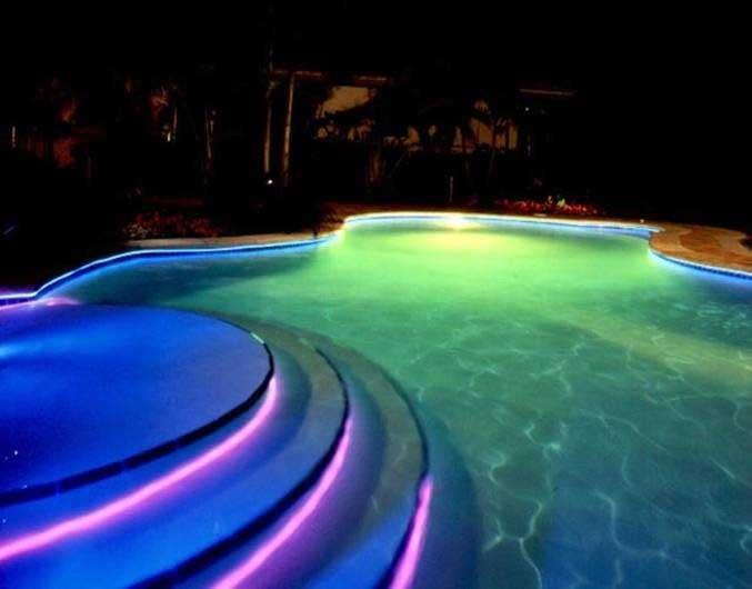 Яркая комбинация светодиодных и люминесцентных (неоновых)