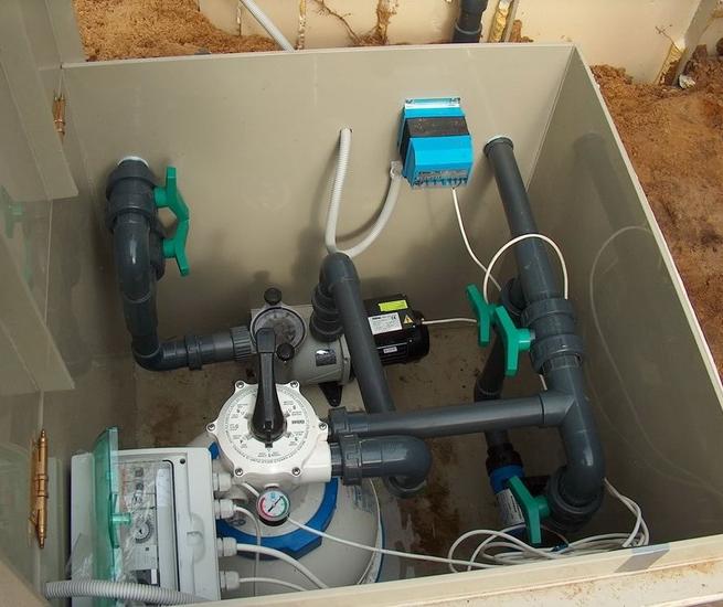 Пост комплексного управления для домашнего бассейна может поместиться и в достаточно компактном ящике