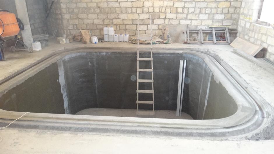 Чаша из монолитного бетона особых сортов полностью готова к отделке