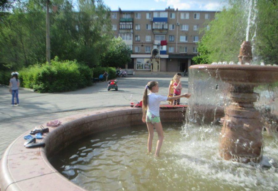 Средний по размерам фонтан в общественном месте