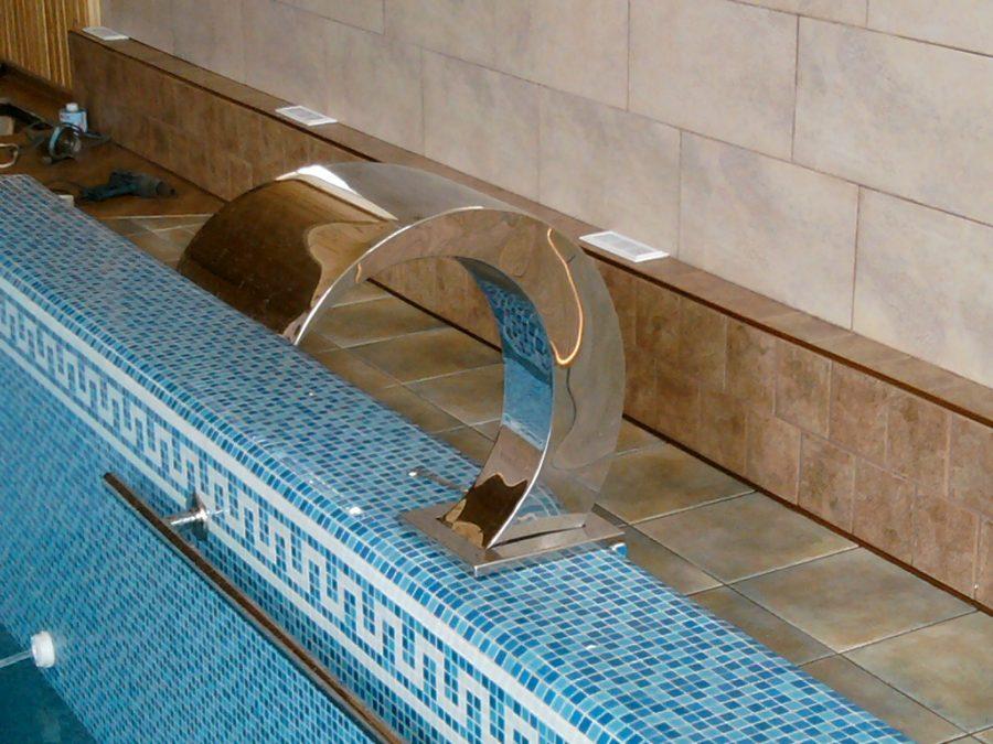 Облицовка борта – полимерный «Лайнер» с виду неотличим от стеклянной мозаики
