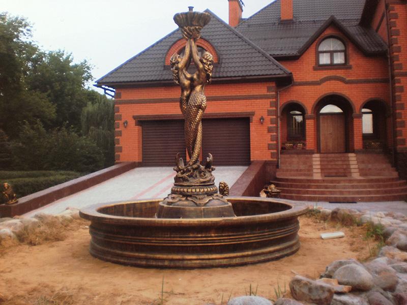 Скульптура и бассейновая чаша, покрытые металлизированными красками и специальным лаком будут долгие годы иметь вид настоящей бронзы