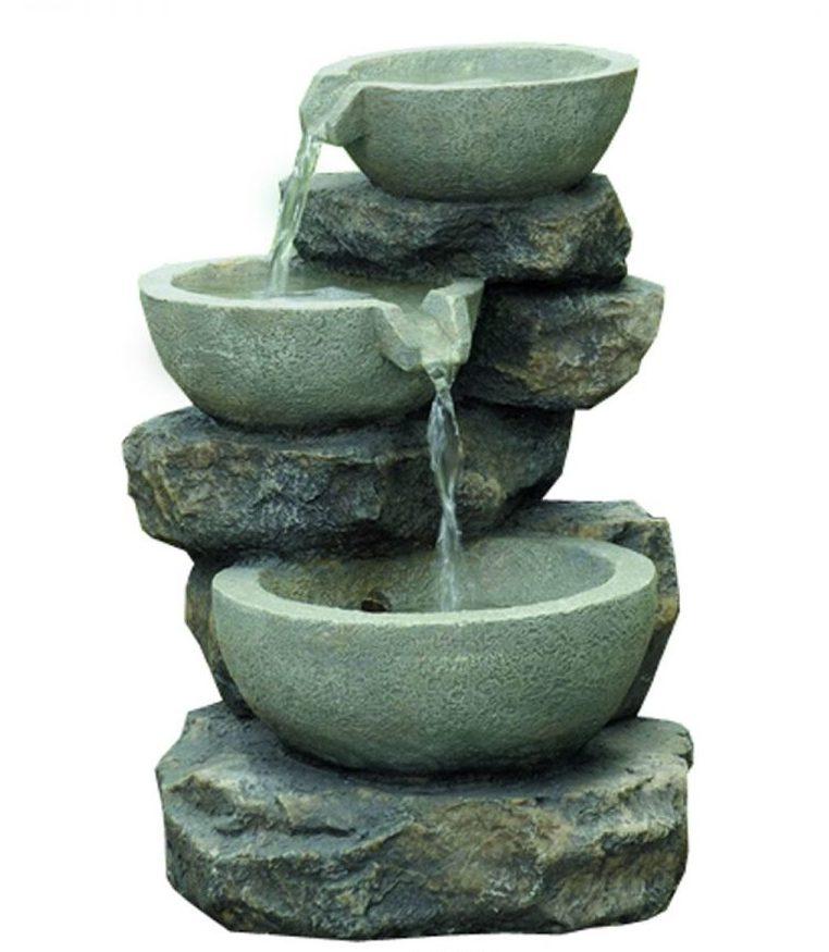 Малоформатный открытый вариант фонтана с подпиткой из внешнего источника (ручья) может быть установлен в саду или во дворе